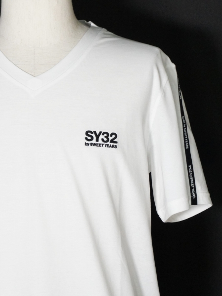 SY32 by SWEET YEARS「V NECK LOGO TAPE TEE」WHITE
