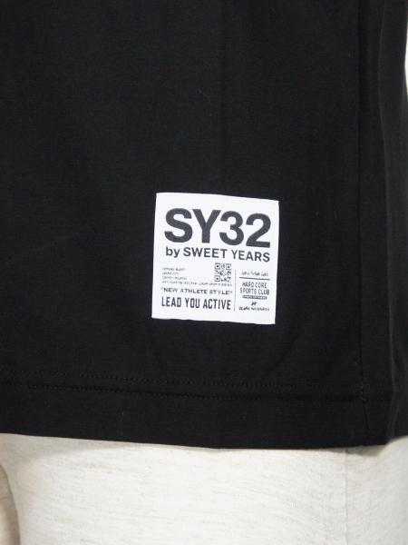 SY32 by SWEET YEARS「DESIGN NECK TEE」BLACK