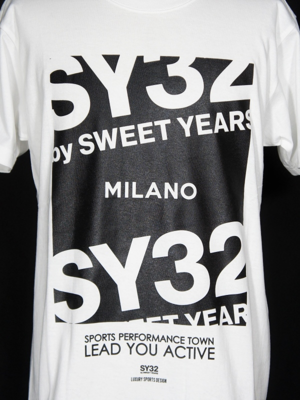 【30%OFF】SY32 by SWEET YEARS「【eNs別注】EXCLUSIVE MILANO LOGO TEE」WHITE