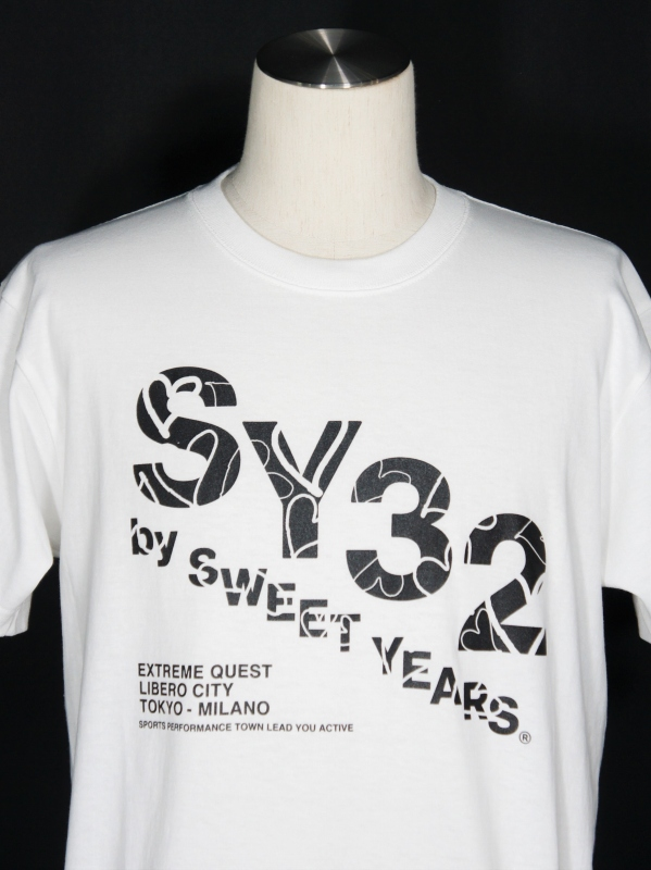 【30%OFF】SY32 by SWEET YEARS「【eNs別注】EXCLUSIVE SLASHING LOGO TEE-10401E」WHITE