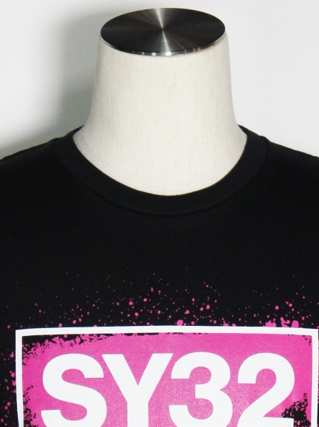 SY32 by SWEET YEARS「FLUORESCENT LOGO TEE」BLACK×PINK