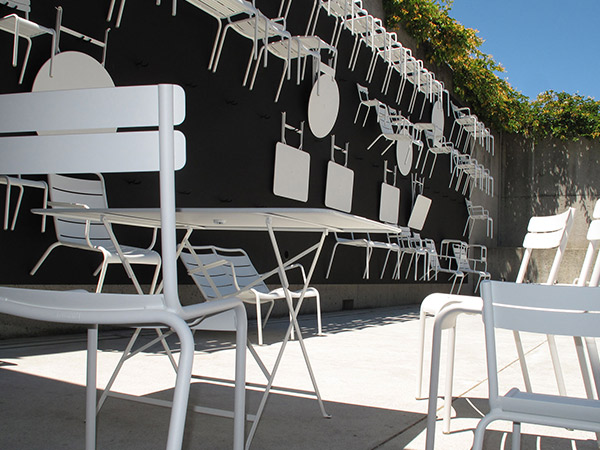 ビストロ ラウンド テーブル 96H ホワイト Fermob bistro フェルモブ 高さ73cm 折りたたみ メタル ガーデン ウッドデッキ 円 丸 おしゃれ