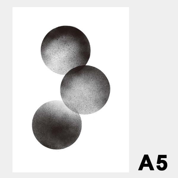 スティルレーベン A5 ポスター 148×210mm Three Moons 3つの月 メール便 対応 Anne Nowak STILLEBEN 白黒 デンマーク 北欧 おしゃれ