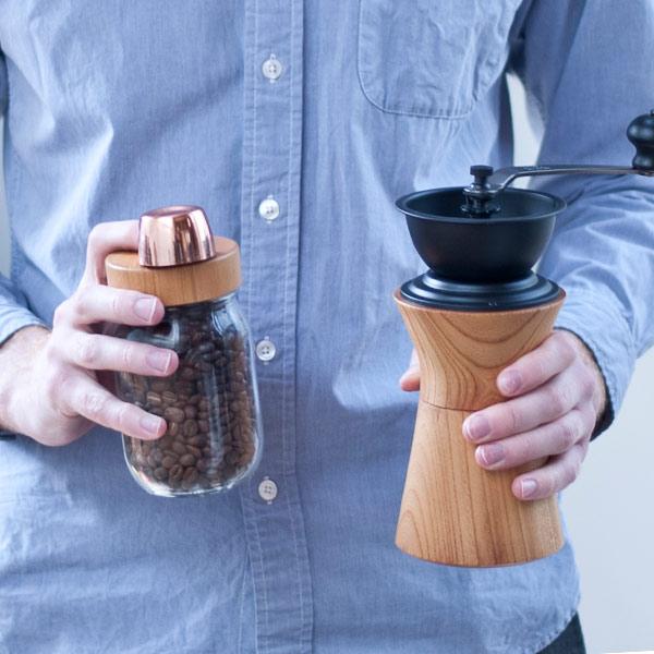 コーヒーミル MokuNeji URUSHI 黒 手動 手挽き カリタ おしゃれ 日本製 天然木 木製 職人 黒拭き漆仕上げ ケヤキ ギフト プレゼント モクネジ MJ-CML-UK