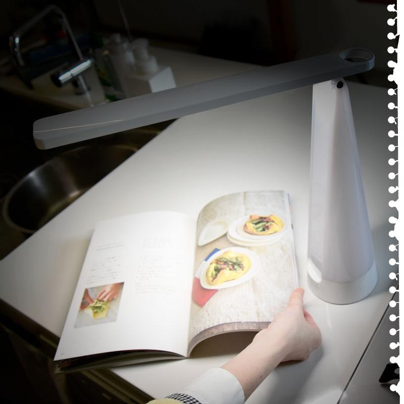 LED充電式卓上ライト デスクライト 円錐型 スタンドライト wasser LED おしゃれ 調光 調色 充電式 電気スタンド 卓上ライト ランタン 間接照明 読書灯 寝室 子供 常夜灯 授乳灯 LEDライト ライトハウスモデル