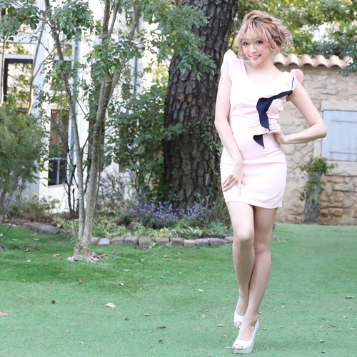 フリルが可愛いタイトミニドレス