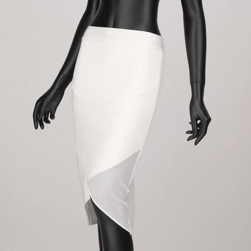 バンテージ素材に柔らかメッシュで包み込んだオリジナルスカート