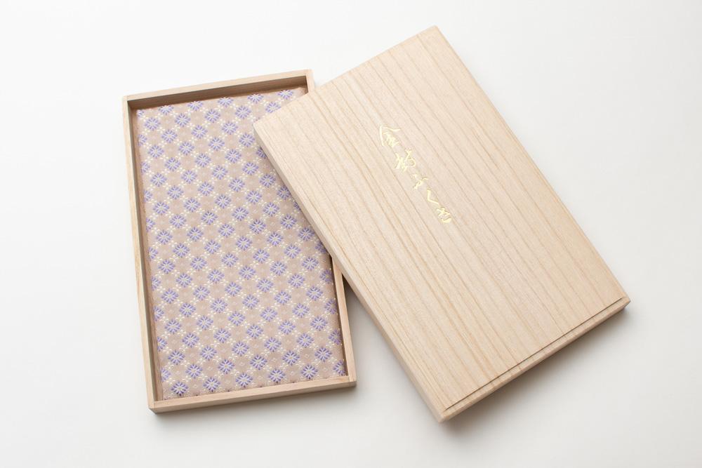 西陣織・慶弔ふくさ(菊菱紋) 桐箱入り 名入れ可能 ギフト 勲章 叙勲 記念品