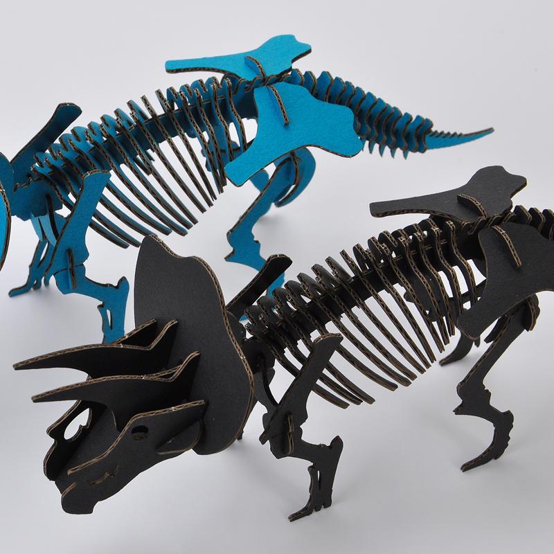 DINOSAUR恐竜骨格工作キット トリケラトプス・ブラック ダンボールでつくる恐竜骨格 のりもはさみも使わずに組み立てられるペーパークラフト Cardboard craft kit, Dinosaur