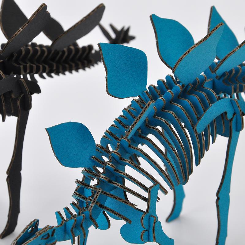 DINOSAUR恐竜骨格工作キット ステゴサウルス・ブルー ダンボールでつくる恐竜骨格 のりもはさみも使わずに組み立てられるペーパークラフト Cardboard craft kit, Dinosaur