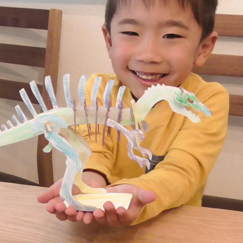 白ダンボール恐竜工作キット スピノサウルス のりもはさみも使わずに組み立てられるペーパークラフト Cardboard craft kit, Dinosaur