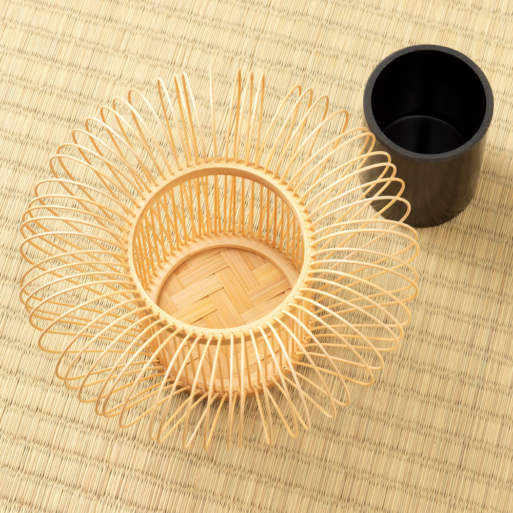 駿河竹千筋細工 花器 ほうずき 静岡県伝統工芸品 黒田倫枝 作 Suruga-takesensuji-zaiku, Vase made of bamboo sticks