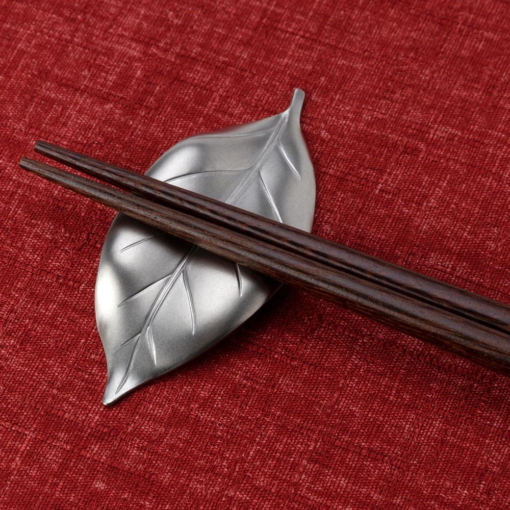 ステンレス箸置き 葉っぱ ツヤ消しシルバー 新潟県の金属製品 Stainless steel chopstick rest