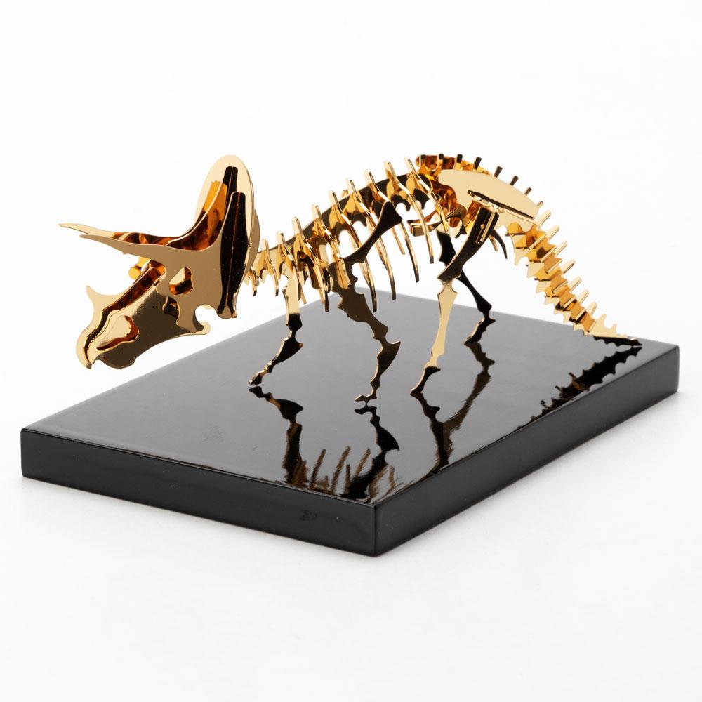 恐竜組み立てキット+飾り台セット トリケラトプス (Z002) ゴールド仕上げ 金属製の工作キット 対象年齢:12歳以上 Dinosaur model assembly kit