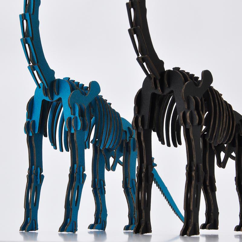 DINOSAUR恐竜骨格工作キット ブラキオサウルス・ブルー ダンボールでつくる恐竜骨格 のりもはさみも使わずに組み立てられるペーパークラフト Cardboard craft kit, Dinosaur