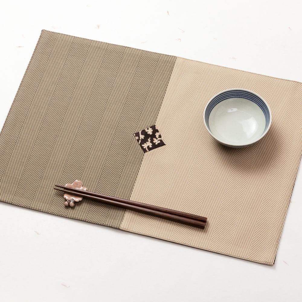 百道発信 紋 ランチョンマット 利休×薄茶 (IKI-1494) 45×31cm 福岡県の布製品 Fabric place mat, Fukuoka craft