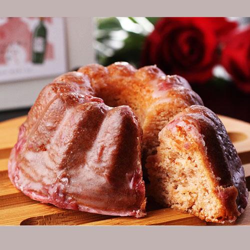 栗とナッツのケーキと、バラとワインのケーキのセット