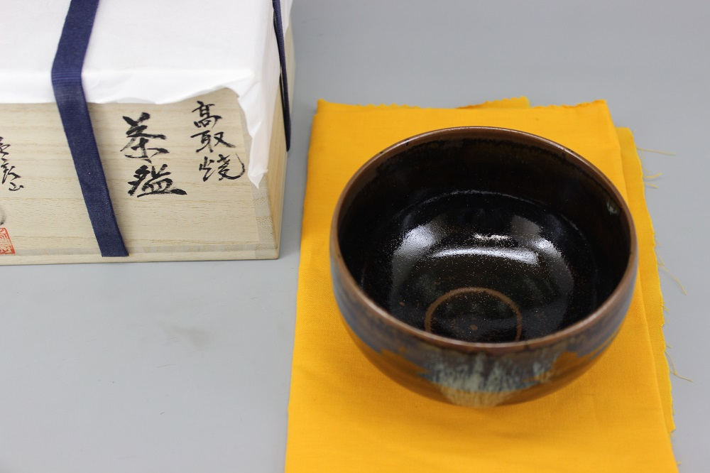 (高取焼 比古窯) 抹茶碗桐箱入り