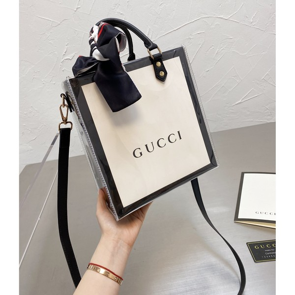 GUCCI グッチ   GG スカーフ ショルダーバッグ  サイズ: 23x25 【2021/04/06*90】 商品コード:GEKIYASU  L-004660