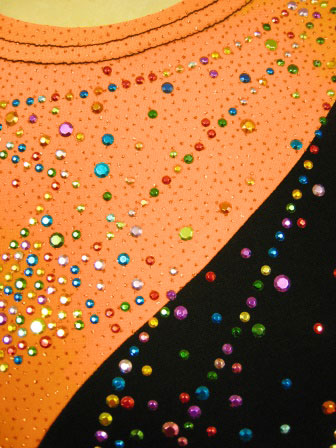 コーラス衣装 コーラスブラウス 大正琴 カラオケ衣装 楽器演奏フレアー袖ラメ地ジルコントップス オレンジ