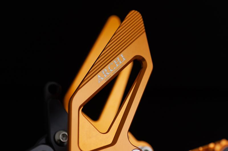 バックステップ クイックシフター装着車 ゴールド
