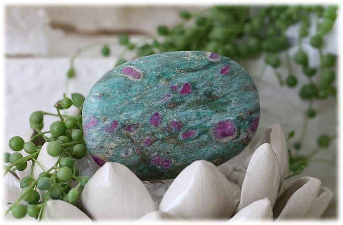ルビーインマイカ(ルビーインフックサイト)ソープストーン【石のサイズ71×49×15mm】01
