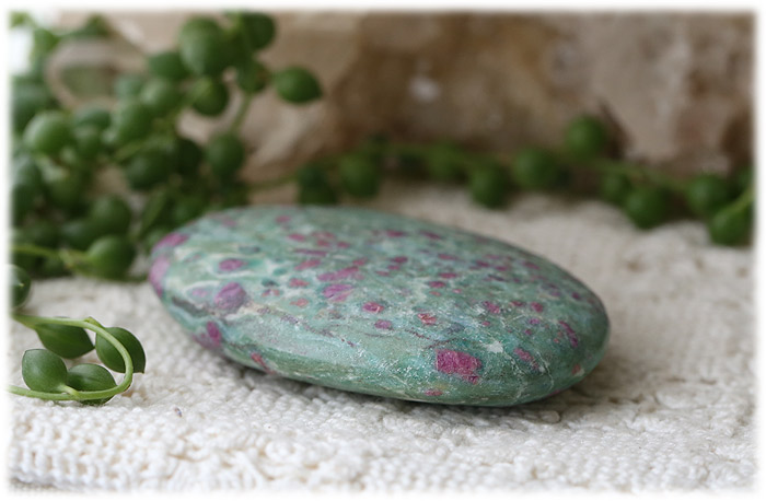 ルビーインマイカ(ルビーインフックサイト)ソープストーン【石のサイズ71×50×16mm】05