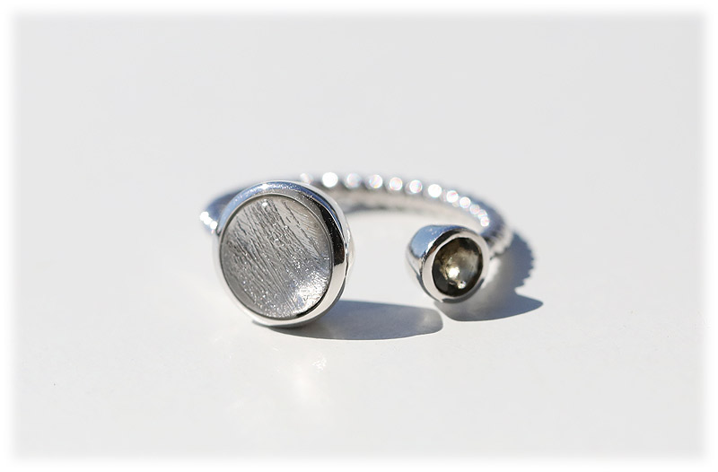 ギベオン&モルダバイトリング(12号)【01】Silver925ロジウムメッキ 石のサイズ9mm・4mm