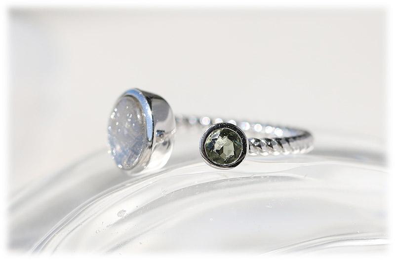 ギベオン&モルダバイトリング(12号)【02】Silver925ロジウムメッキ 石のサイズ9mm・4mm
