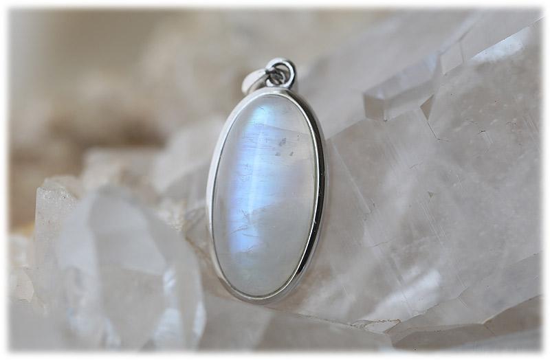 ホワイトラブラドライトペンダント【01】【Silver925】石のサイズ20×10×5mm