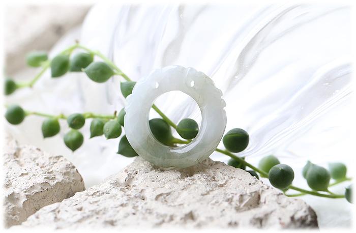 ミャンマー産翡翠双龍【石のサイズ外形およそ22〜23×5mm】