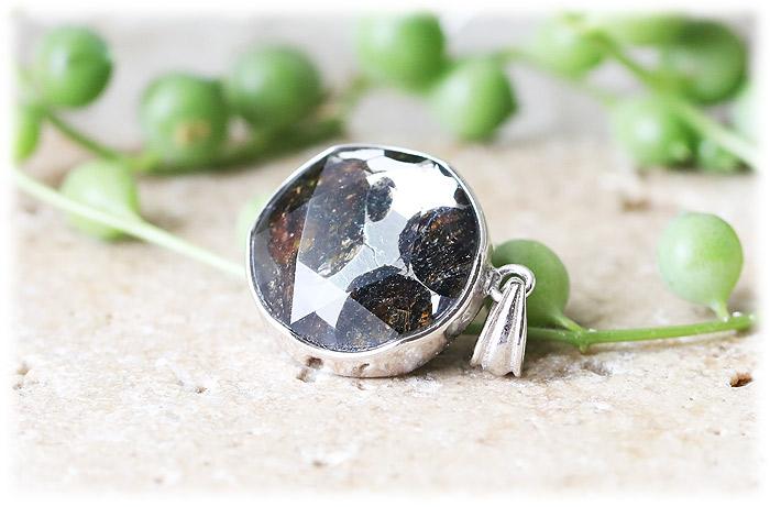 パラサイト隕石ペンダント【06】【クリスタル六芒星】【Silver925】石のサイズ15×7mm