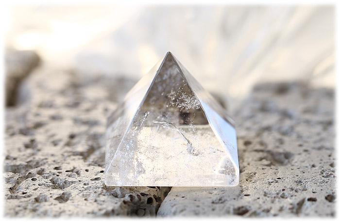 クリスタルピラミッド【石のサイズ30×30×26mm】01