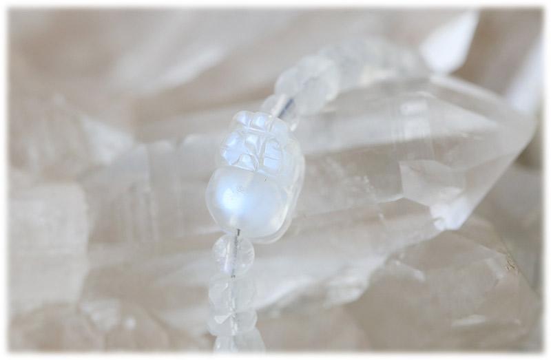 豼貅(ひきゅう)付きホワイトラブラドライトボタンカットブレスレット【01】
