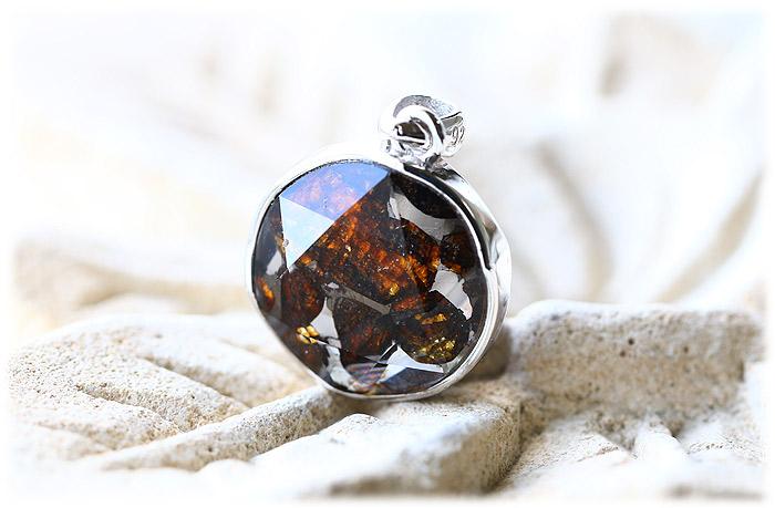 パラサイト隕石ペンダント【04】【クリスタル六芒星】【Silver925】石のサイズ15×7mm