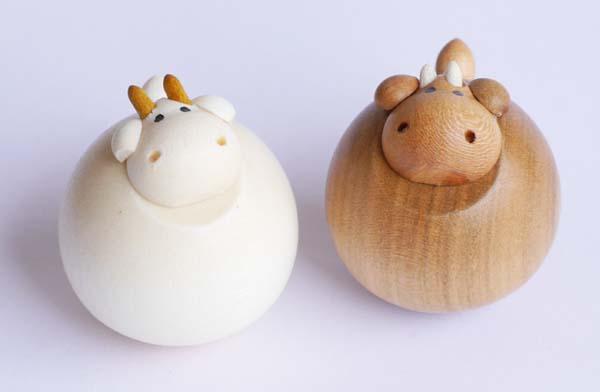 【木製雑貨】【木製縁起置物】 起き上がりうし (セットではありません)