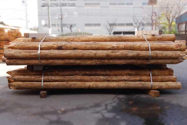 唐松(カラマツ) 杭丸太 4M×120mm先付け 【お引き取り商品】
