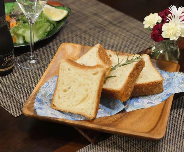 【木製キッチン用品】【木の皿】 正方形プレートM