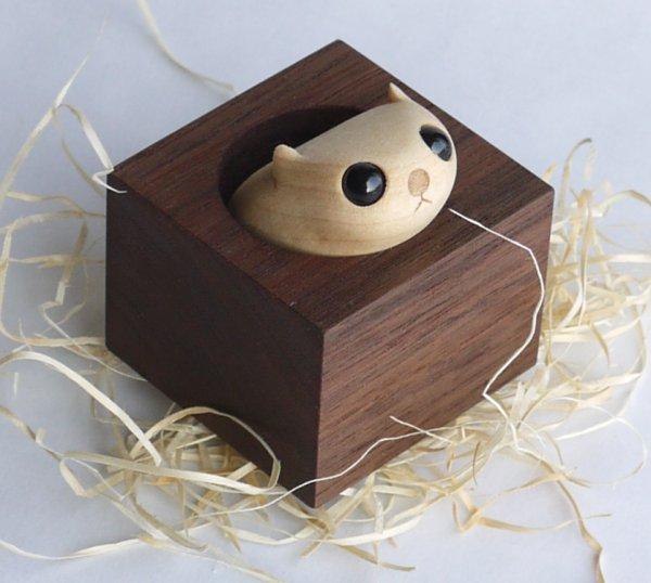木製雑貨 木の置物  箱入り癒しモモンガ