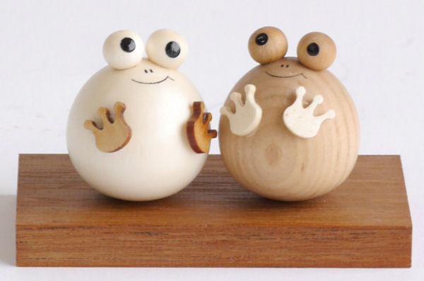 【木製雑貨】【木製縁起置物】 起き上がりかえる (セットではありません)