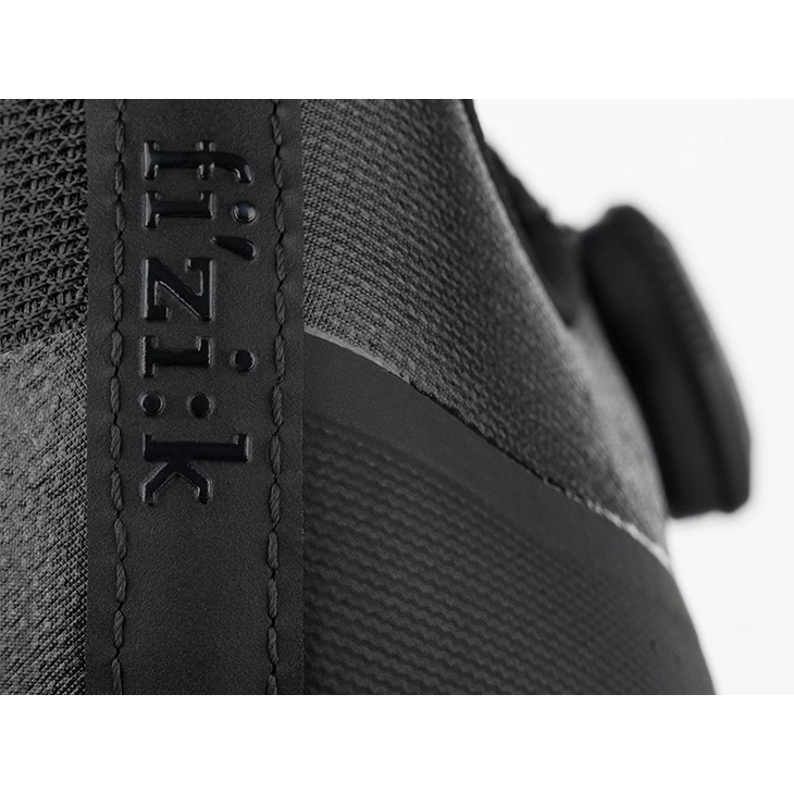 フィジーク R4 TEMPO オーバーカーブ ワイド BOA ブラック/ブラック シューズ