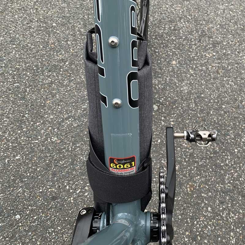 【特急】R250 防水ダウンチューブバッグ グレー 1.6L
