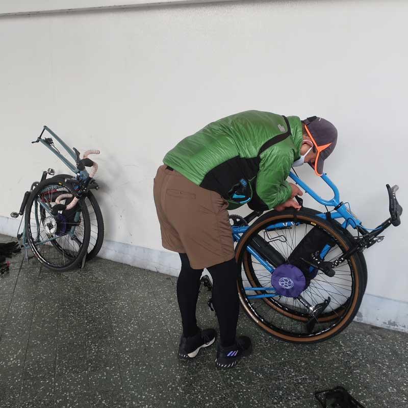 【特急】R250 グラベルバイク用 縦型軽量輪行袋 ブラック フレーム/スプロケット/ローターカバー・輪行マニュアル付属