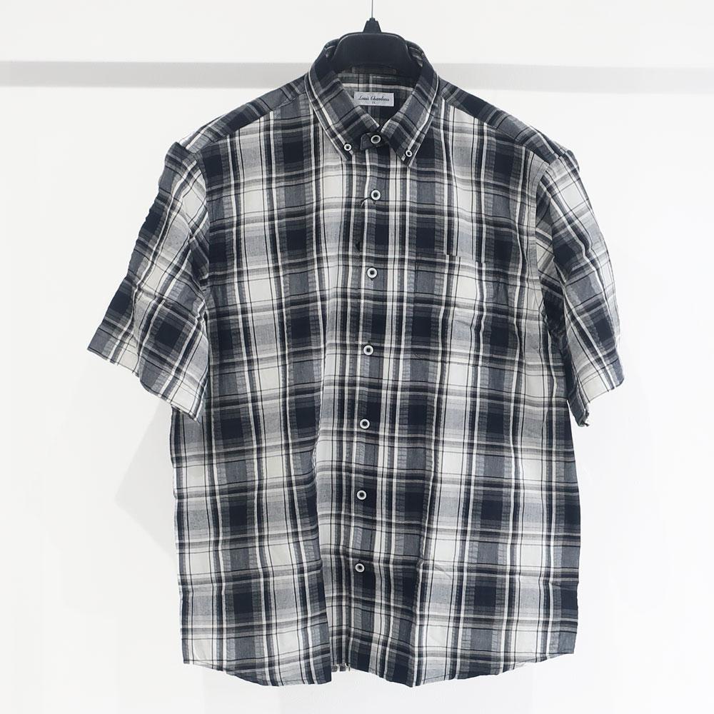 大人が似合うモノトーンカラーの半袖シャツ