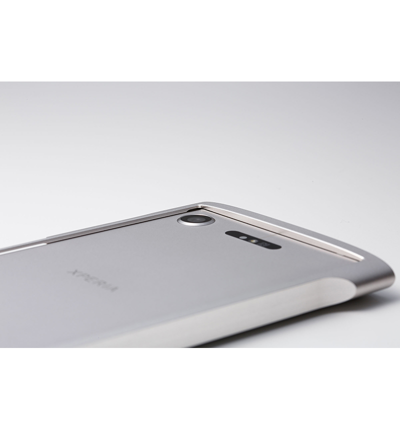 Cleave Titanium Bumper Chrono Premium Edition for Xperia XZ1 チタニウムシルバー DCB-XZ1CHT64TI