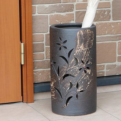 信楽焼かさたて 黒ハケメ花彫り 傘立て 陶器かさたて [kt-0305]