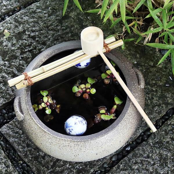 信楽焼き 耳付き つくばい(竹、柄杓付き) 蹲 手水鉢 陶器 しがらき [tu-0019]