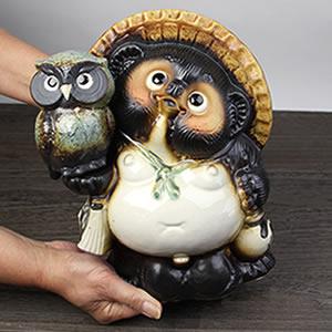 信楽焼きたぬき 8号ふくろう持ち狸(青) 陶器タヌキ[ta-0258]