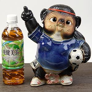 信楽焼きたぬき サッカー狸(メス) 陶器タヌキ[ta-0263]