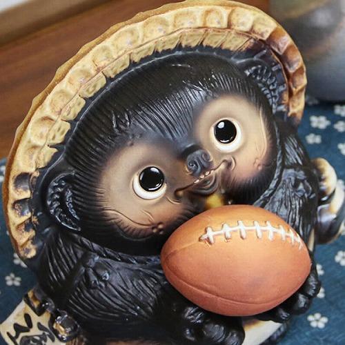ラグビーボール持ちタヌキ 信楽焼きたぬき ラグビー狸 陶器[ta-0274]